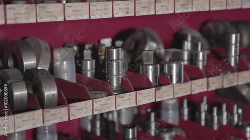 magasin pi ces d tach es usin es clip vid o libre de droits sur la banque d 39 images fotolia. Black Bedroom Furniture Sets. Home Design Ideas