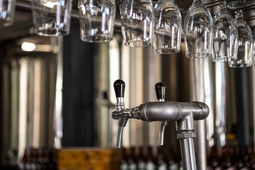Beer pouring machine