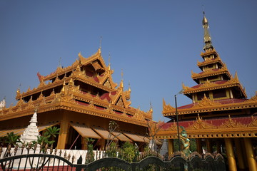 Buddhistische Kloster und Tempelanlagen in Mandaley in Myanmar