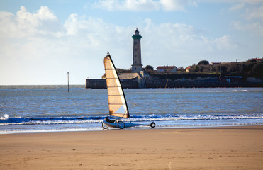 Char à voile sur la plage de Saint Georges de Didonne