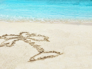 """Drawing  """"Palm-tree""""  in the sand on a tropical island,  Maldive"""