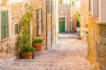 Fototapete - Idyllic view of an mediterranean old alleyway