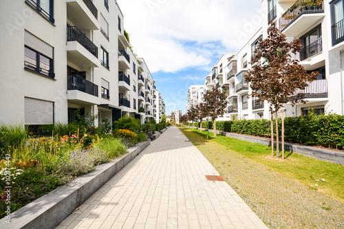 Moderne Mehrfamilienhäuser Bilder moderne mehrfamilienhäuser wohnen in der stadt stockfotos und