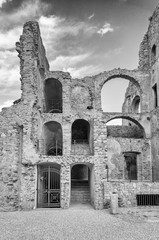 Fototapete - Ruins of an old castle in south of Italy