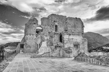 Fotomurales - Ruins of an old castle in south of Italy