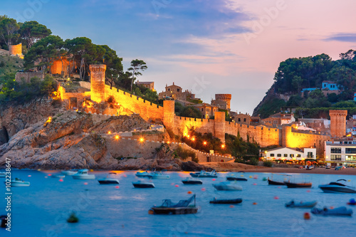 Fototapete Fortress in the evening in Tossa de Mar on Costa Brava, Catalunya, Spain