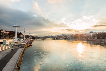 Coucher de soleil sur la Piscine de Lyon vu des quais du Rhône