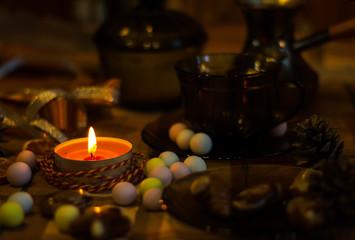 романтический вечер -свечи и конфеты