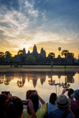 Fototapete - Tourists taking picture of Angkor Wat at sunrise, Cambodia