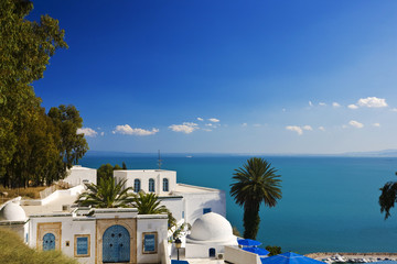 Fond de hotte en verre imprimé Tunisie Tunisia. Sidi Bou Said - typical building with white walls, blue doors and windows