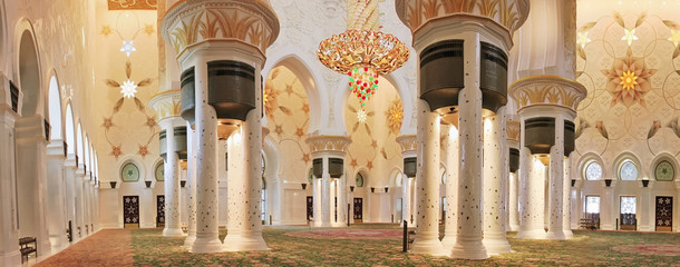 Sheikh Zayed Mosque in Abu Dhabi, in the interior, chandelier of