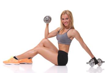woman lifting dumbbells