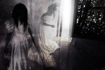 Obraz Fear Night,Ghost in Haunted House - fototapety do salonu