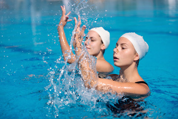 Synchronized swimming ladies