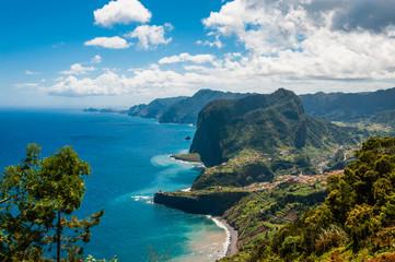 Adlerfelsen an der Nordküste bei Faial; Madeira; Portugal