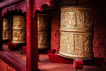 Papiers peints Edifice religieux Buddhist prayer wheels , Ladakh