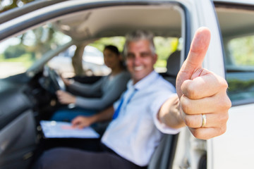 Fototapete - driving instructor giving thumb up