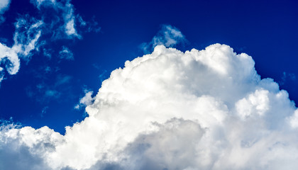 Invigorating clouds in the winter sky over Delaware River