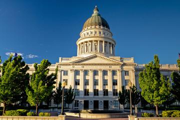 Fototapete - Morning sunlight on the Utah State Capital building