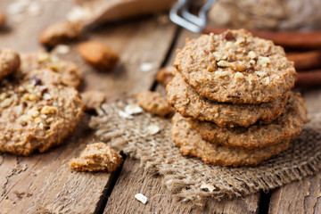 Photo sur Plexiglas Biscuit homemade oatmeal cookies with nuts