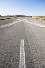 Simbolo X di pista di atterraggio chiusa di un aeroporto abbandonato