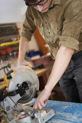 cutting wood pieces circular saw