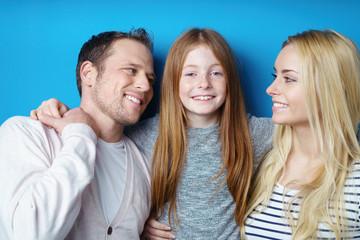 lachende, glückliche familie