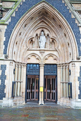 door southwark  cathedral