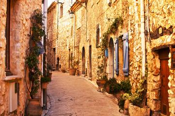 Ruelle de vieux village en pierres