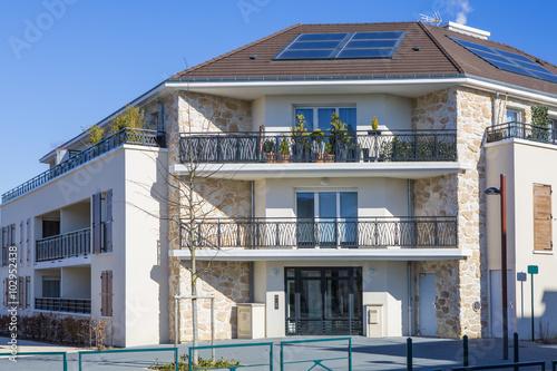 Immeuble cologique photo libre de droits sur la banque d 39 images image 102952438 - Immeuble ecologique ...