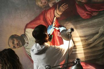 Toscana,Firenze,Chiesa di San Carlo dei Lombardi,restauro di una tela.