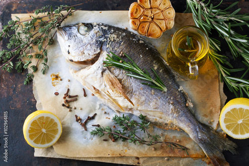 Grilled fish sea bream with aromatic spices herbs and for Aromatic herb for fish