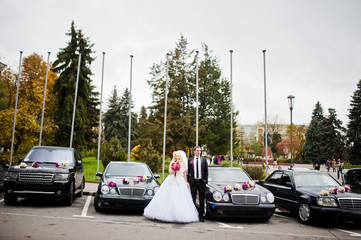 Wedding couple background cars cortege