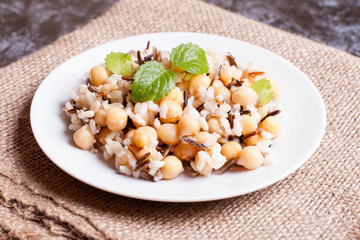Warm salad with brown rice, chickpeas, wild rice and mint