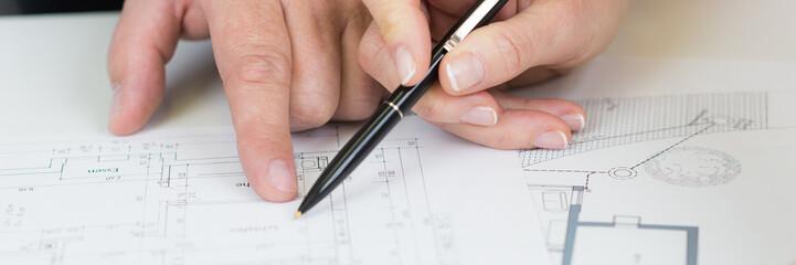 architekten bei der bauzeichnung