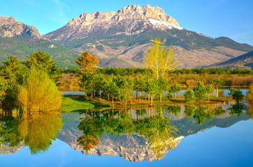 göl manzarası ve yansıma güzelliği
