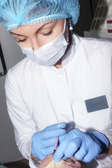 Microsurgery: Local anesthesia on the hand