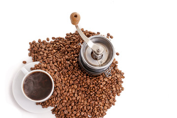 coffee grinder with coffeecup and beans
