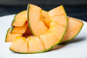 slices cantaloupe melon