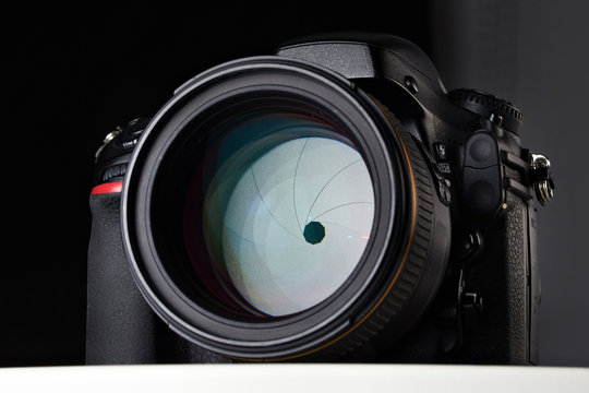 DSLR camera with big aperture ratio lens