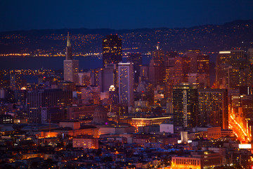 Fototapete - San Francisco downtown at night form hill