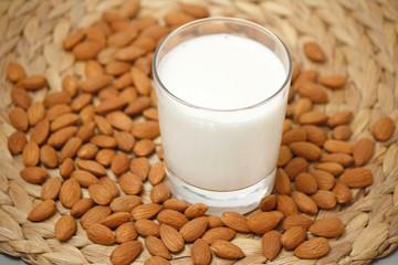milk with almonds