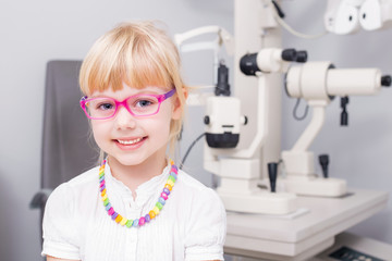 Child with optic glasses