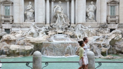 Aufkleber - Rome couple sightseeing Trevi Fountain. Romantic young man and woman walking visiting sights and landmarks on travel in Italy. Happy young tourists couple traveling in Europe.