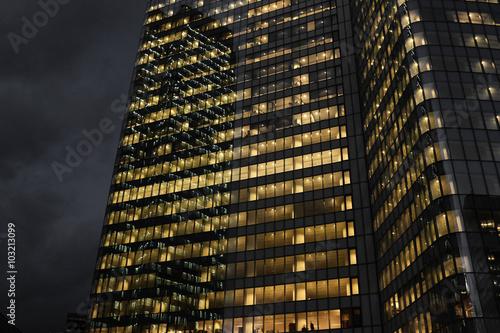Building immeuble tour nuit bureau travail architecture for Immeuble bureau architecture