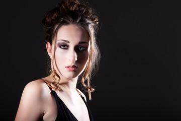 Hübsche junge Frau mit tollem Make-Up