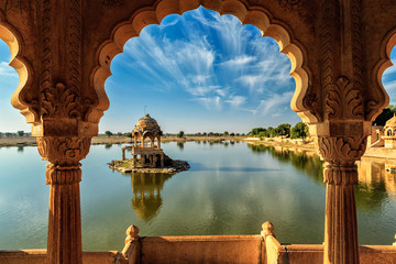 Tuinposter India Indian landmark Gadi Sagar in Rajasthan