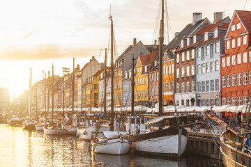 Foto op Plexiglas Scandinavië Colorful houses in Copenhagen old town at sunset