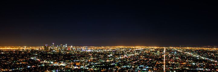 Spoed Fotobehang Los Angeles Panorama long exposure night view of Los Angeles downtown and surrounding metropolitan area from Hollywood hills