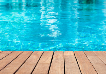 plage de piscine bleue